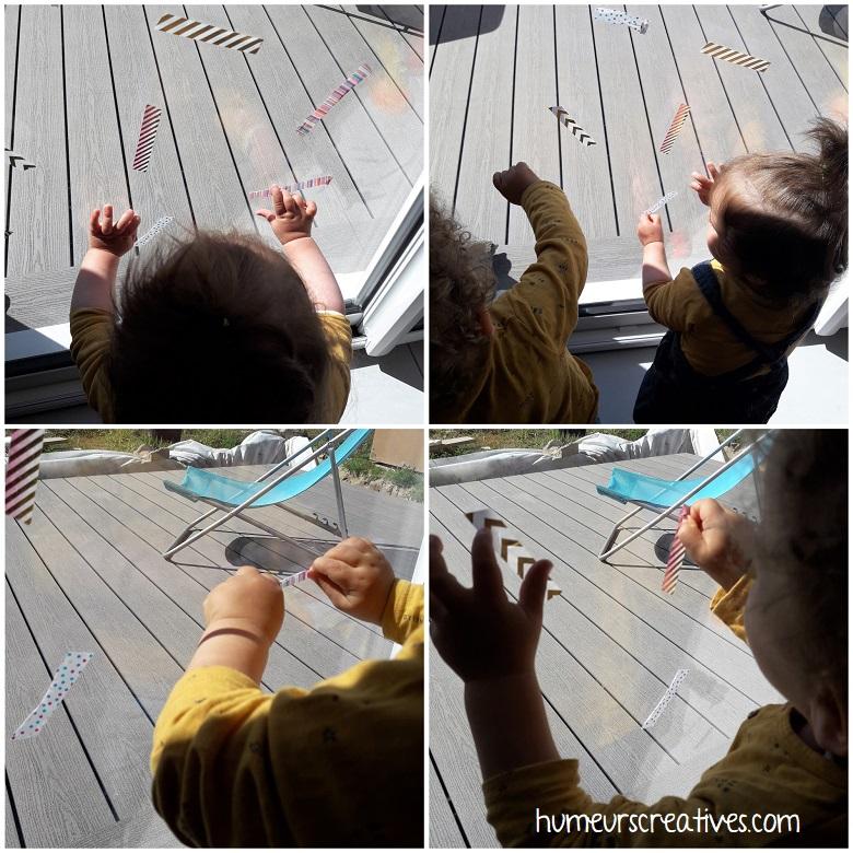 les enfants décollent les morceaux de masking tape sur la baie vitrée, en position verticale