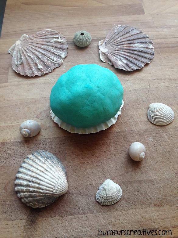 Réalisation de la pâte à modeler bleue
