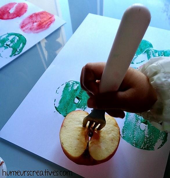 activité tout petit : empreinte de pommes