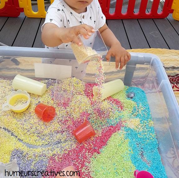 activité pour tout petit : transvasement riz coloré