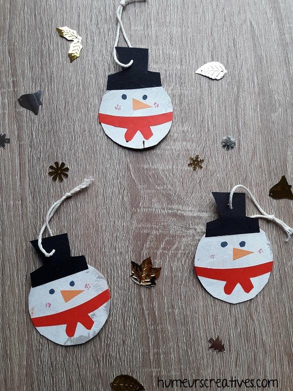 suspension de noel en forme de bonhomme de neige réalisées par les enfants