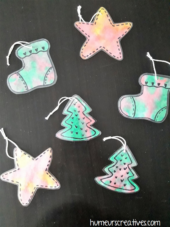 suspensions de Noël réalisées avec des filtres à café par les enfants