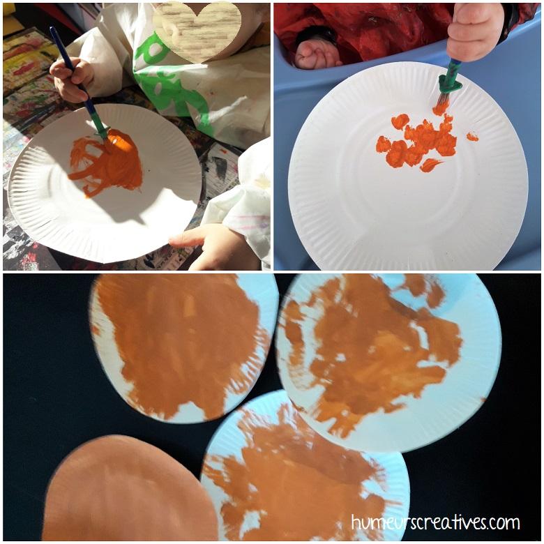 Peinture sur les assiettes en carton pour réaliser un renard avec les enfants