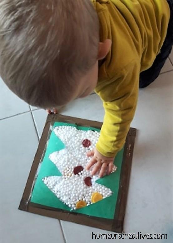 jeu de noel pour enfants : un sapin sensoriel à toucher