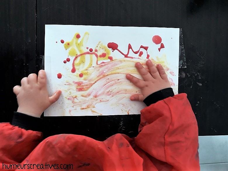 peinture aux épices avec les mains