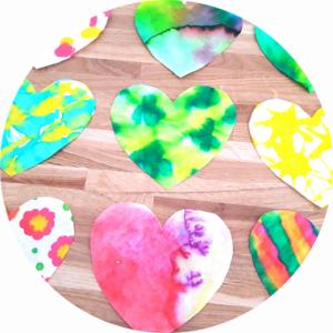 Fabriquer des coeurs en filtre à café avec les enfants