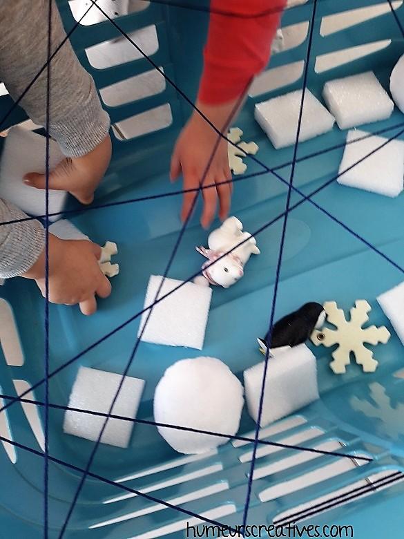 jeu pour enfant : panier à linge + fil