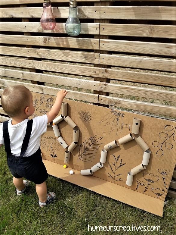 parcours rouleaux en carton pour les enfants