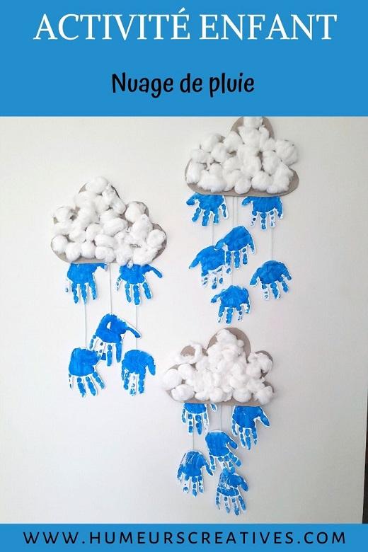 Réaliser un joli nuage de pluie avec les empreintes de mains des enfants. Une bricolage facile et trop mignon !