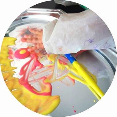 La recette de la peinture au yaourt pour les bébés