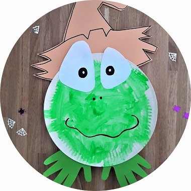 Bricolage d'Halloween : une grenouille fabriqué avec une assiette en carton