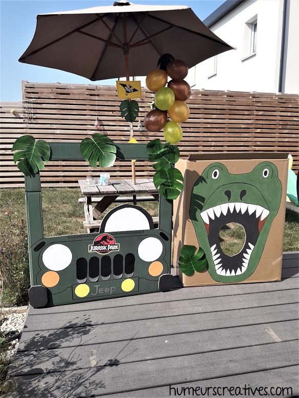 jeep en carton + dinosaure en carton