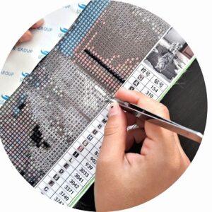Broderie diamant, une activité manuelle originale pour les enfants