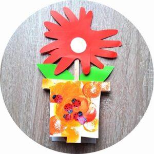 Une carte fleurie à fabriquer avec les enfants pour la fête des mamies